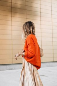 This matte metallic gold skirt paired with an orange sweater is GENIUS! It looks so good!