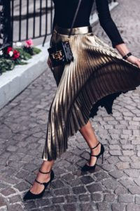 This pleated gold metallic skirt is SO AMAZING. I need this in my life!