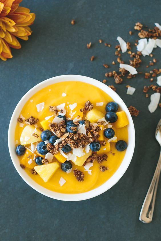 I love this mango smoothie bowl recipe! It looks so DELICIOUS!