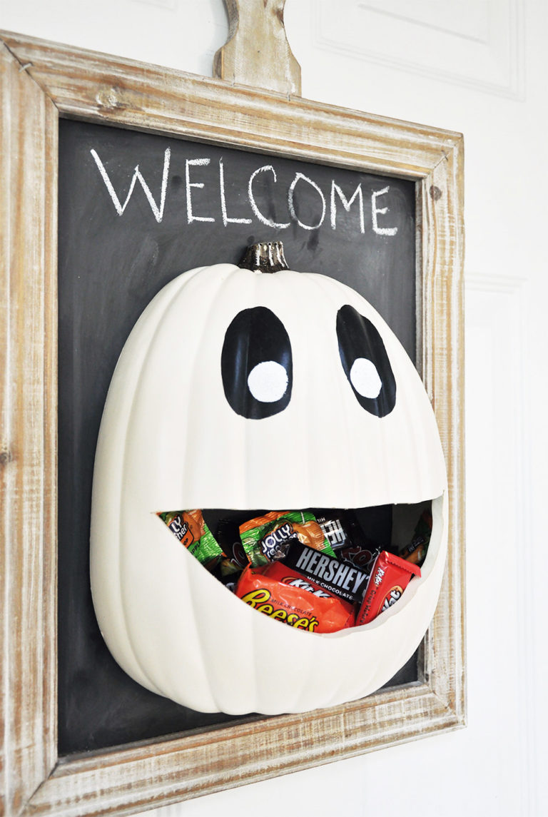 DIY Candy Holder Door Hanger Pumpkin for Trick or Treaters