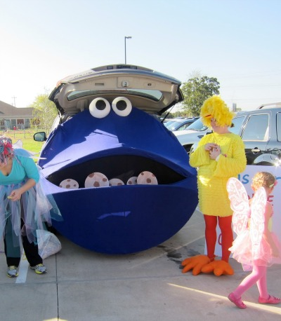 Cookie Monster Trunk or Treat DIY