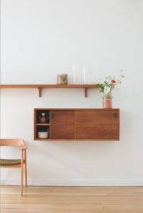 floating shelves French kitchen