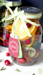 These 18 DIY Christmas Mason Jar Gifts And Decorating Ideas Are So Delightful! I want to make them all!