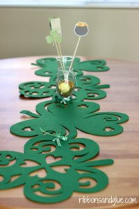 These 8 St. Patrick's Day Decor DIYs Are So Cute! Totally re-pinning for later!