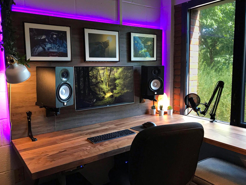 Wall Mounted Monitor and Speakers PC Gaming Setup
