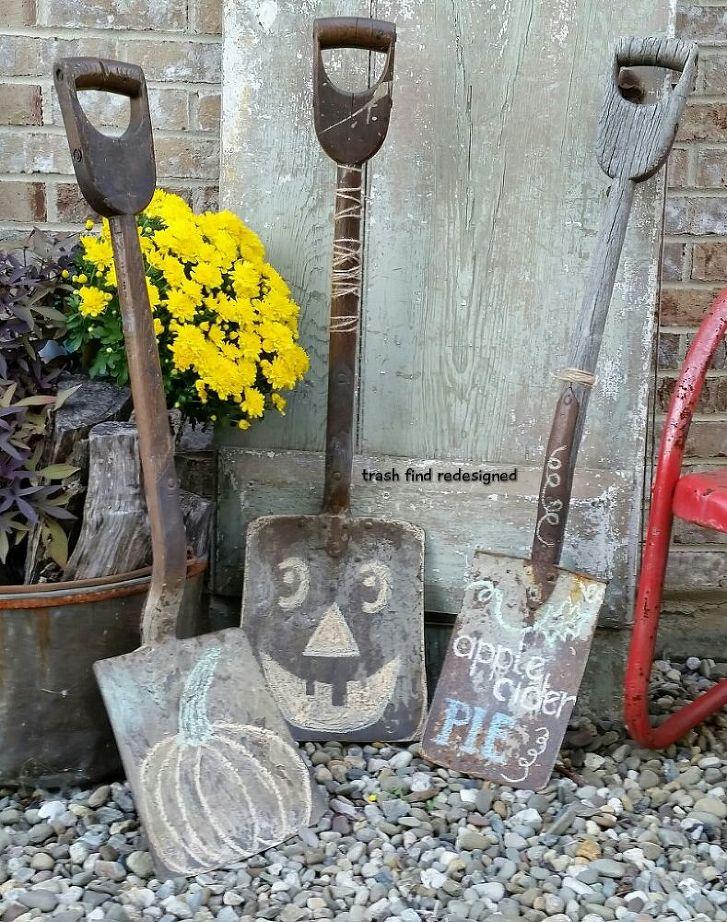 DIY Porch Shovel Decor | Rustic Farmhouse Fall Ideas