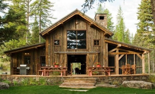 Salvaged Wood Cabin in Montana