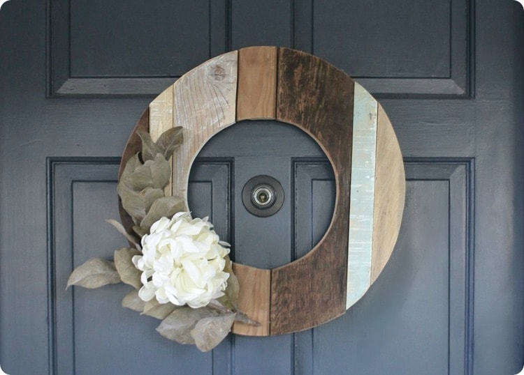 Rustic DIY Fall Decor | Reclaimed Wood Wreath