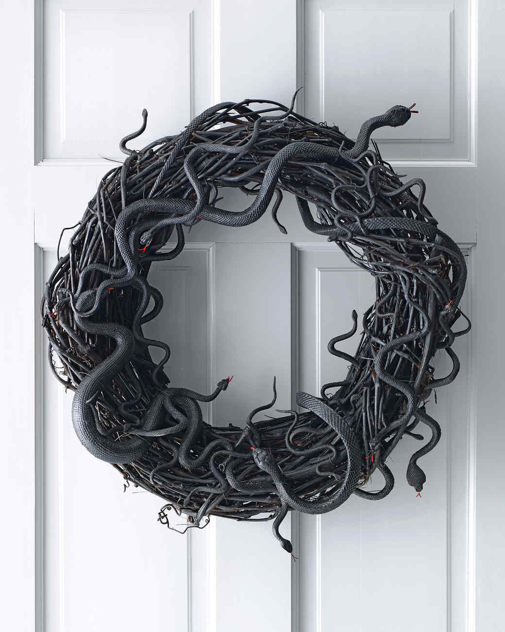 Black Snakes Halloween Wreath DIY