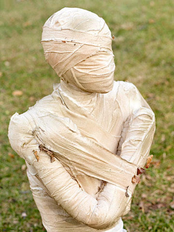 Lawn Mummy DIY for Halloween