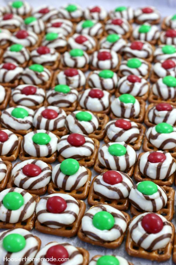 Christmas Pretzel M&M Hugs Recipe