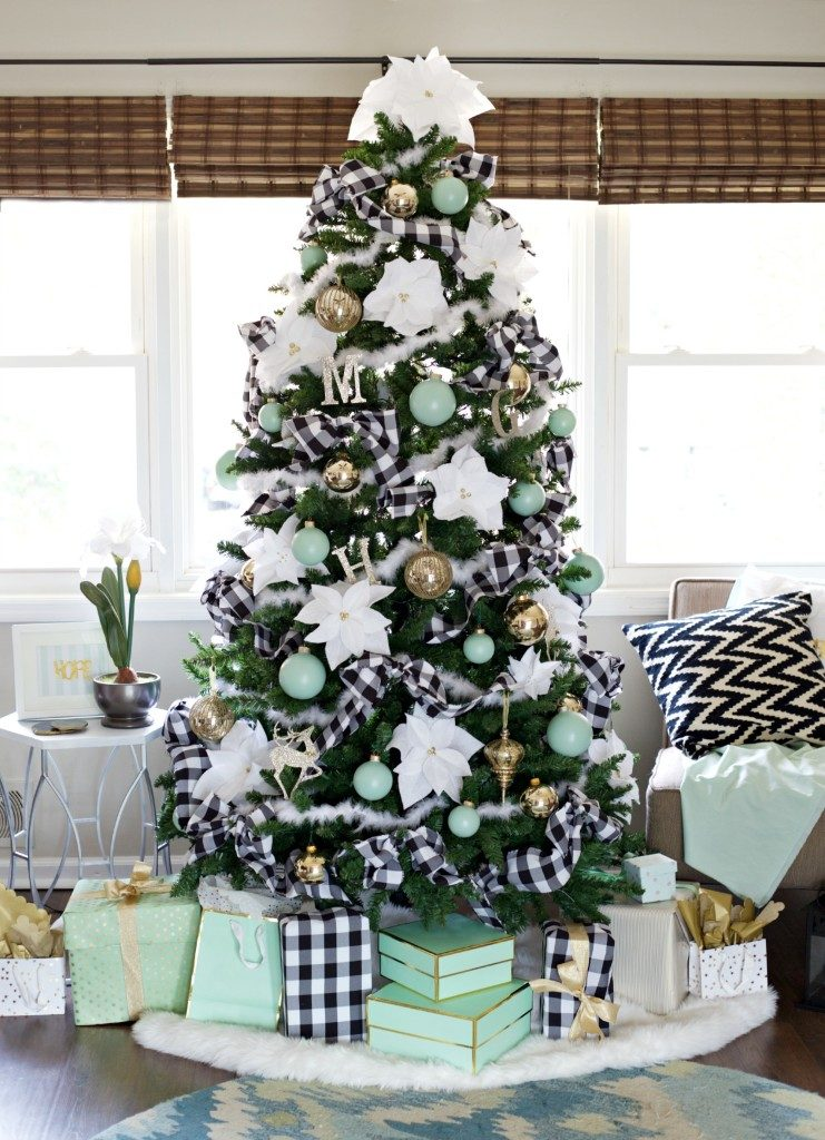 Plaid and Green Christmas Tree Decor