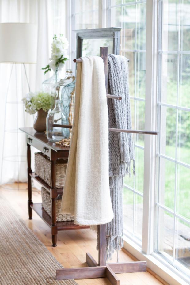 DIY Blanket Stand