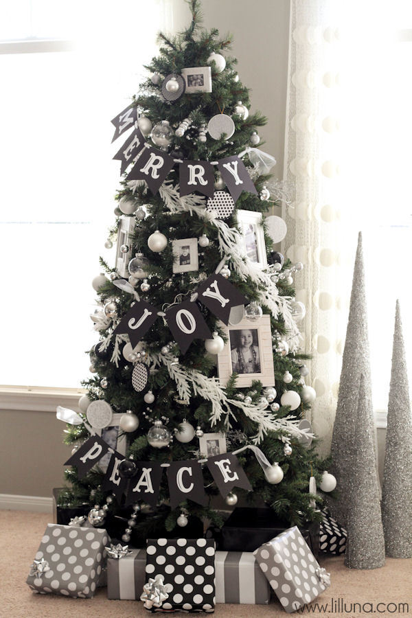 black and white christmas tree with photographs - Red And White Christmas Tree Decorations Ideas