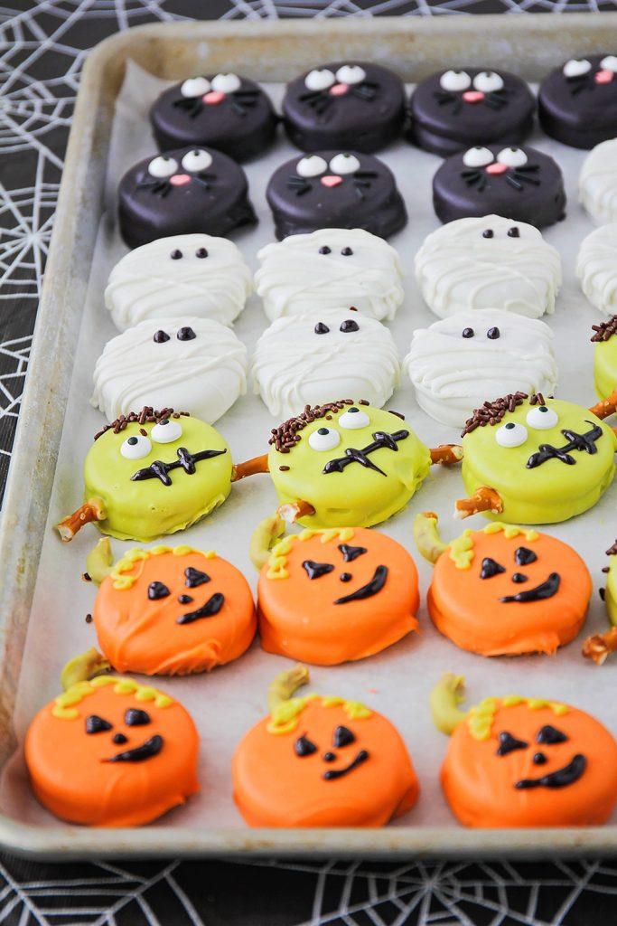 Decorated Halloween Oreos