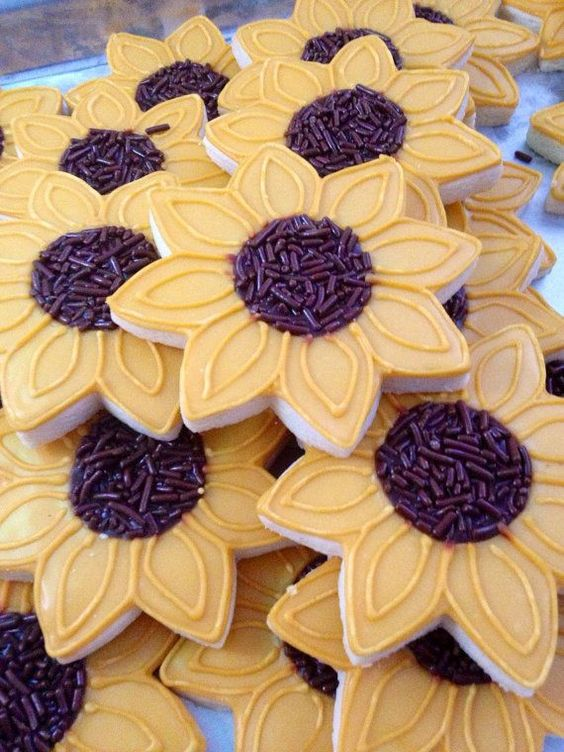 Sunflower Decorated Thanksgiving Cookies