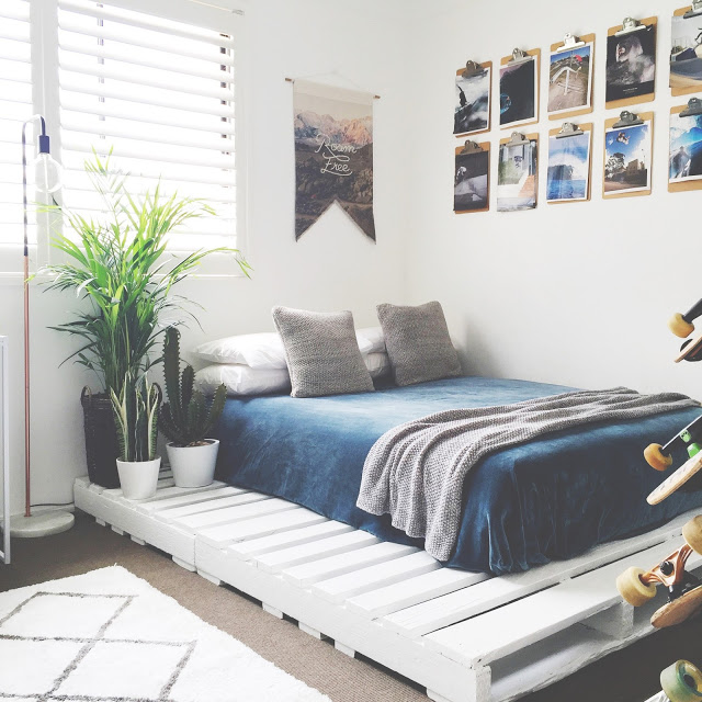 DIY White Pallet Bed for Teens