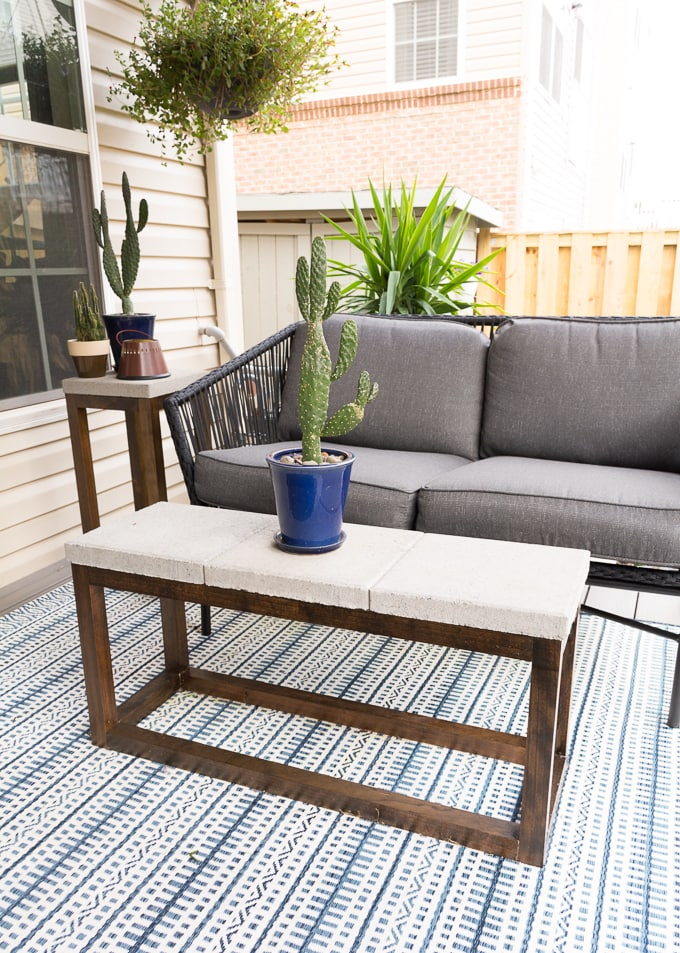 DIY Outdoor Coffee Table With Concrete Top and Wood Base