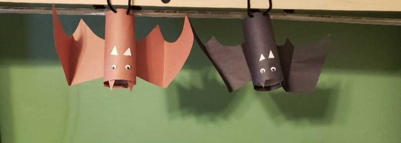 hanging bats paper roll craft