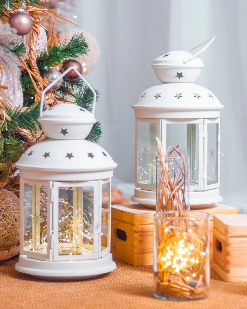 List of 20 Essential Christmas Decorations You Need
